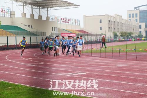 仙桃城区体育中考于4月15日在仙桃荣怀学校开考