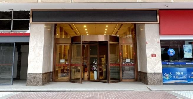 花源酒店大堂燈火通明在施工 正在升級裝修