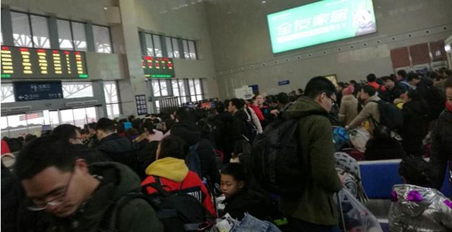 仙桃!春节后离别的车站,到处挤满了人人人