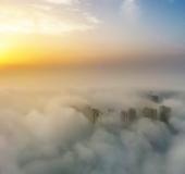 仙境云雾中的仙桃