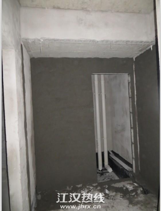 卫生间砌墙.jpg