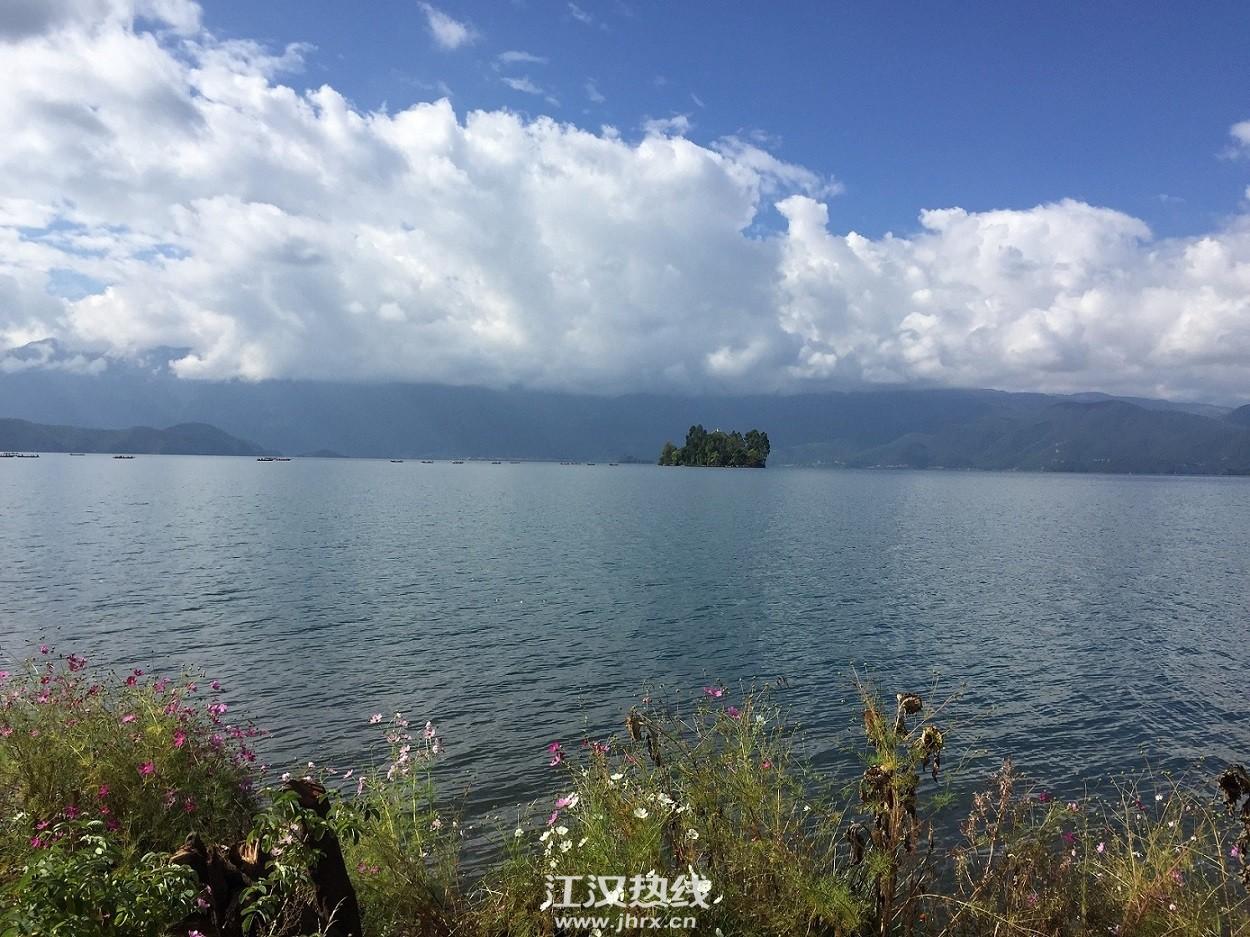 湖中的小岛
