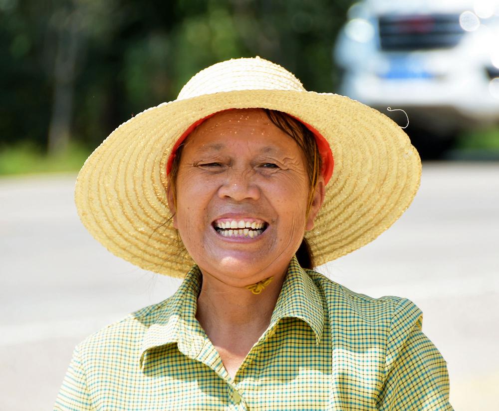 刘春迎丰收后的农民表情1.jpg
